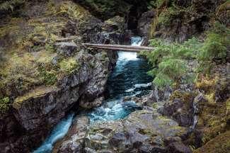 De Little Qualicum Falls liggen in Little Qualicum Falls  Provincial Park op Vancouver Island.