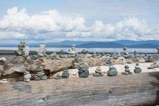 Deze kunst van stenen bevinden zich in het Community Beach Park in Parksville. U mag er zelf ook een kunstwerk van stenen aan toevoegen.