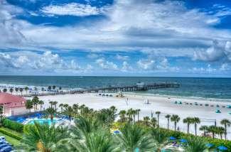 Clearwater Beach staat bekend om zijn brede witte zandstranden.
