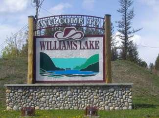 Door dit bord wordt u welkom geheten in Williams Lake.