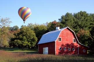 Asheville ligt in de staat North Carolina waar u ook veel de typerende red barns ziet..