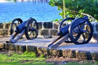 Deze historische kanonnen staan in St. Lucy aan de noordkant van het eiland.