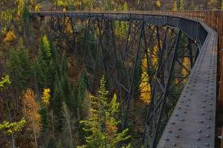 Voor een spectaculaire wandeltocht bezoekt u Myra Canyon, ca. 24 km van Kelowna, die u via 2 tunnels en 18 schraagbruggen kunt verkennen.