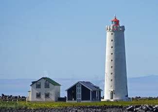 Grótta Island Lighthouse in Seltjarnarnes is een gewild uitkijkpunt voor het Noorderlicht.