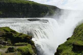 De Gullfoss waterval ligt aan de zuidkant van IJsland.