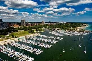 Milwaukee is de grootste stad van Wisconsin en ligt aan Lake Michigan.