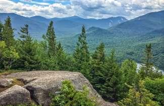Mount Jo is een ideale berg voor beginnende wandelaars en gezinnen met  ook weer een prachtig uitzicht over het Adirondack gebergte.