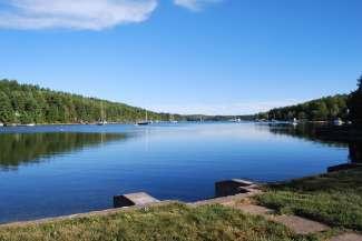 Mahone Bay aan de zuidkust van Nova Scotia is een geliefde watersportbestemming.