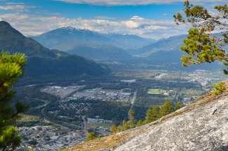 Squamish wordt omringd door een prachtig landschap waar tal van outdoor activiteiten mogelijk zijn.