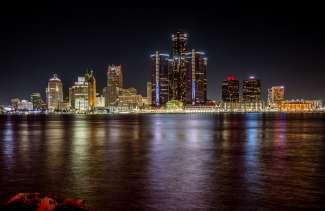U kunt ook genieten van de prachtige skyline van de Detroit River.