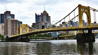 1 van de vele bruggen over de Ohio River