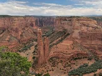 Vanuit de verschillende viewpoints heeft u overweldige uitzichten over de vallei