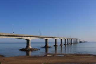 De Confederation Bridge, die New Brunswick en Prince Edward Island met elkaar verbindt.