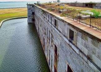 Fort Delaware is een voormalige havenverdedigingsfaciliteit