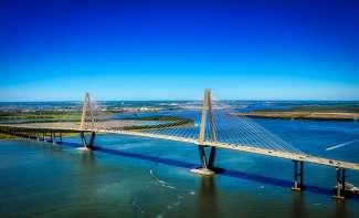 Architectonisch een geweldige brug nabij Charleston.