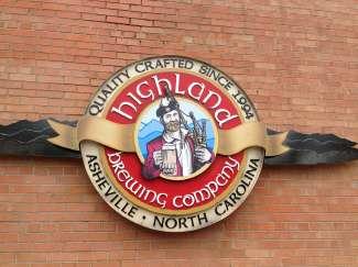 Bezoek een van de vele brouwerijen in Asheville, b.v. Highland Brewing Company.