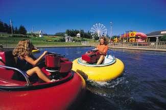 Tijdens hun vakantie wordt er voor het hele gezin gezorgd voor amusement en afwisseling.