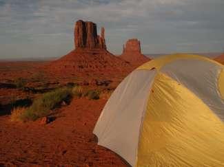 De avond valt in Monument Valley