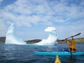 Verander je perspectief en benader de machtige ijsbergen vanaf het water.