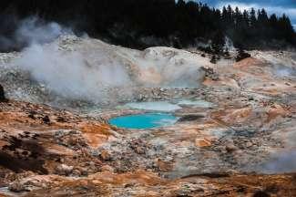 In het park zijn veel vulkanische bronnen te vinden.