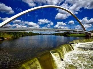 Iconische brug in Des Moines, Iowa, VS