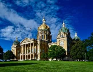 Het State Capitol heeft een 84 meter hoge koepel.
