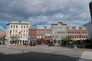 West market Square is de historische wijk van Bangor met winkels en restaurants.