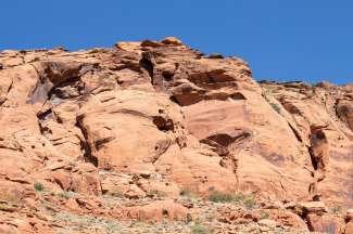 Rood zandsteen, kenmerkend voor het gebied