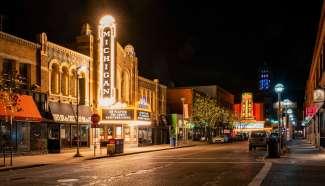 Het Michigan Theater in een historisch pand in downtown Ann Arbor.