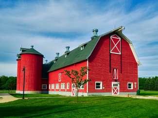 De kenmerkende red barns zijn ook rijk vertegenwoordigd in Indiana.