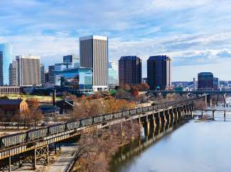 De skyline van Richmond.